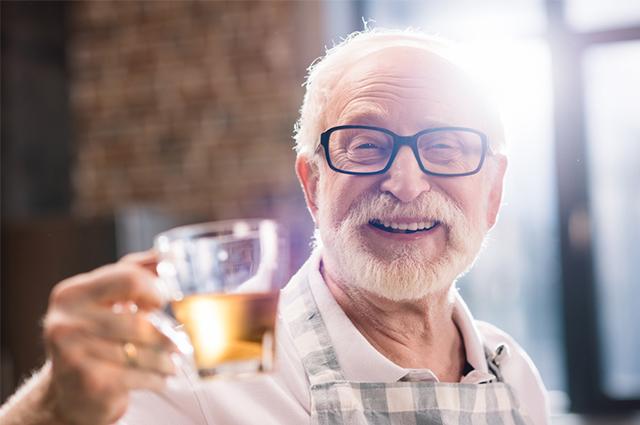 Use o chá de uxi amarelo para atuar na saúde de pessoas de qualquer idade