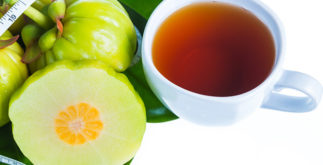Chá de garcínia para controlar compulsão por comida