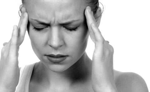 Sintomas da enxaqueca estão associados a uma dor latejante e pulsátil