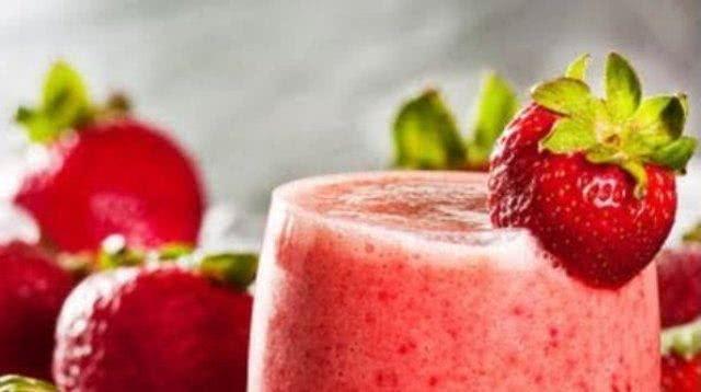 Aprenda um delicioso smoothie emagrecedor de frutas vermelhas à base de chá