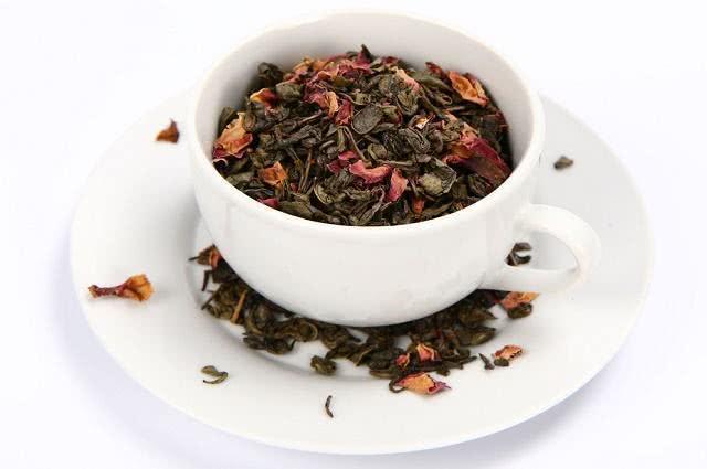 Imagem de xícara de chá em pires