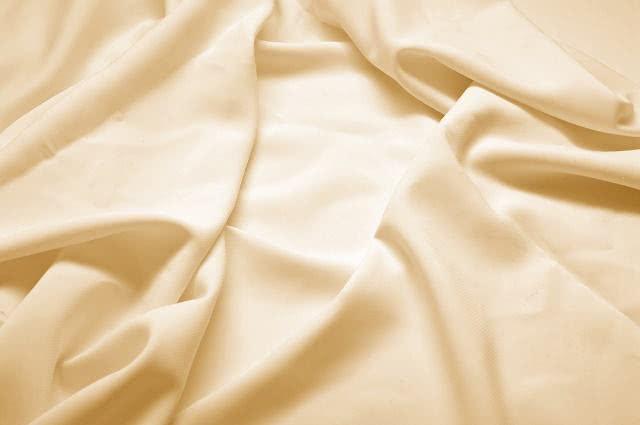 Aprenda a deixar tecidos de roupas com aparência de velhos usando chá