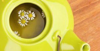 Chá de camomila promete iluminar cabelos claros