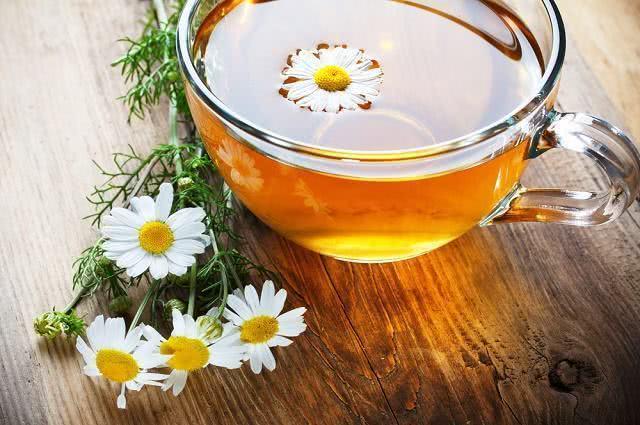 Consumir chá de camomila em excesso faz mal a saúde?