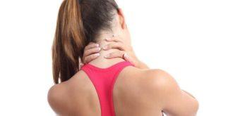 Aliviando a dor no pescoço tomando chá