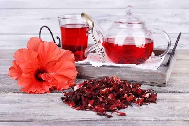 Chás medicinais que fazem a diferença na sua saúde hibisco