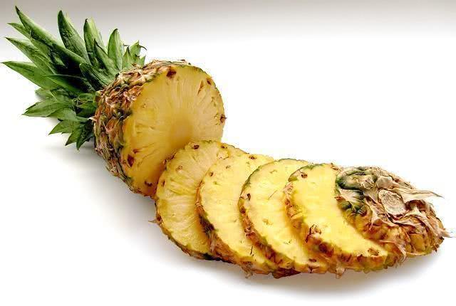 misture-cha-verde-com-agua-de-abacaxi-e-emagreca