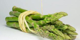 Rico em vitaminas B, C e K, aspargo é ideal para preparar chá