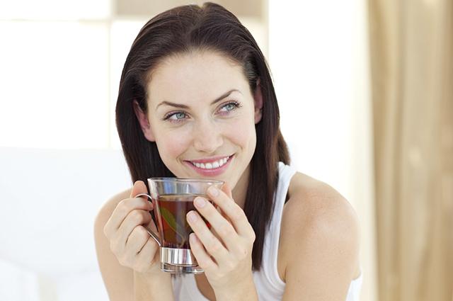 Esse chá melhora saúde e estética desintoxicando o corpo