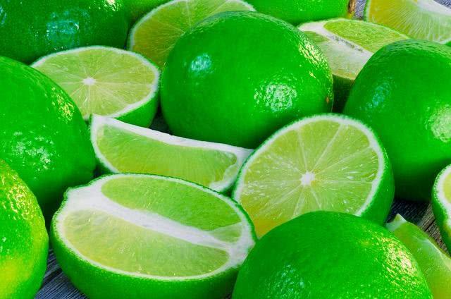 Chá de limão Taiti: poderoso remédio caseiro para problemas do estômago