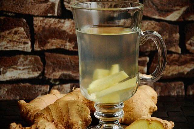 4 receitas de chás descongestionantes para o nariz - Chá de Gengibre
