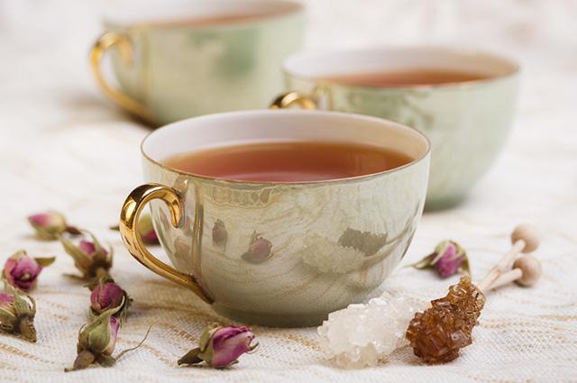 O material da caneca de chá pode influenciar no sabor e eficácia da bebida