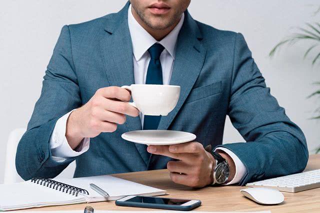 Quais tipos de chá tomar e quais não tomar durante o trabalho