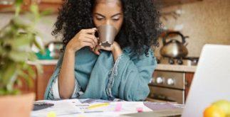 Saiba como eliminar os exageros do fim de semana tomando chá