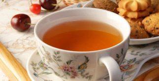 Tomar chá ao mesmo tempo que come elimina os benefícios da erva?