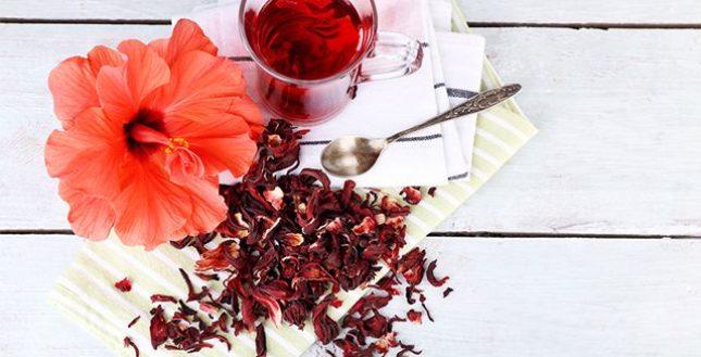 Chá de hibisco é contra indicado para algumas pessoas. Saiba quem e por que
