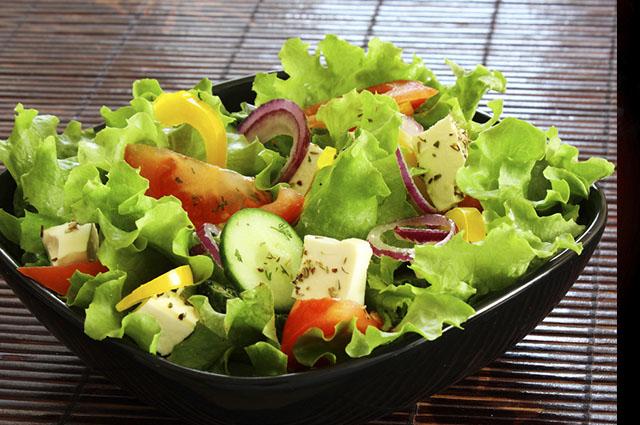 Frequente em saladas, os vegetais podem ser empregados em chás