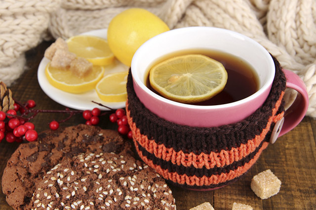 Os descansos de canecas são opções charmosas para hora do chá durante a visita dos amigos