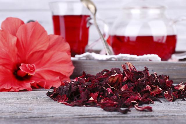 O gosto do chá de hibisco faz com que muita gente opte por outros métodos de emagrecimento