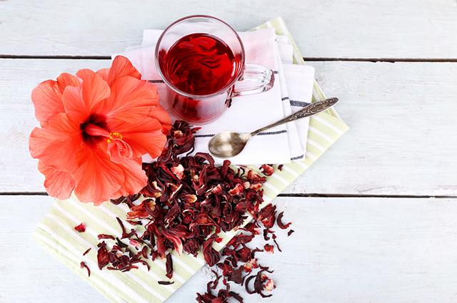 Esse chá pode ter seu gosto melhorado com a adição de canela, gengibre e limão