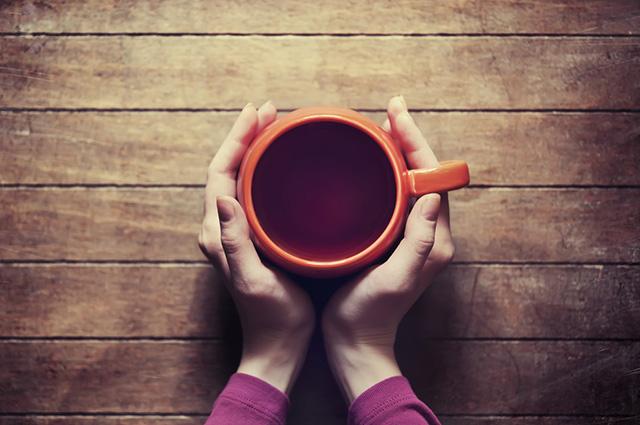A indicação é que o chá de sucupira seja ingerido ao longo de todo o dia