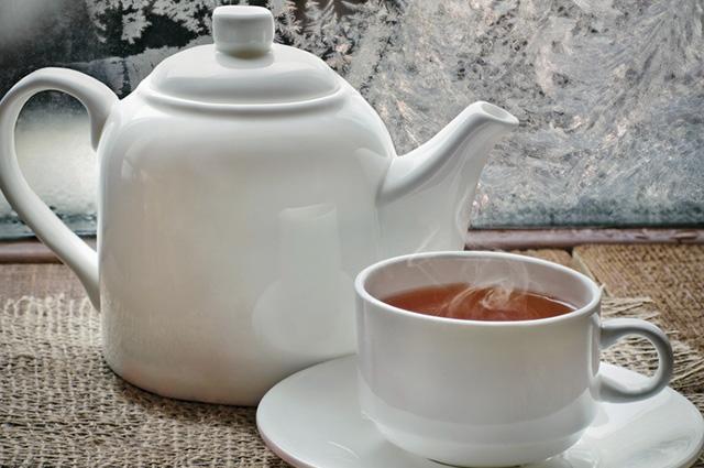 Tome o chá de mulungu ainda morno, de preferência três vezes ao dia