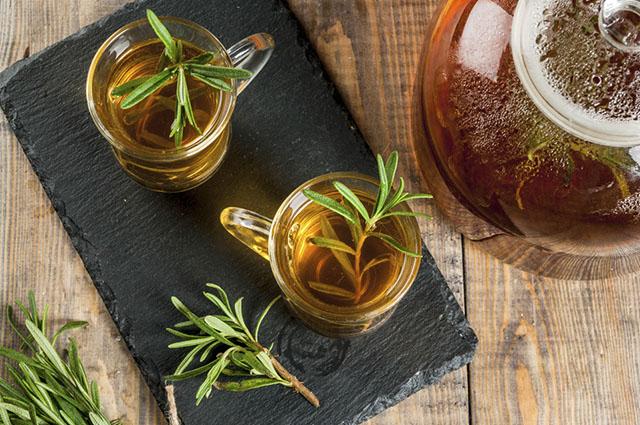 O chá de alecrim pode ser consumido por até três vezes ao longo do dia