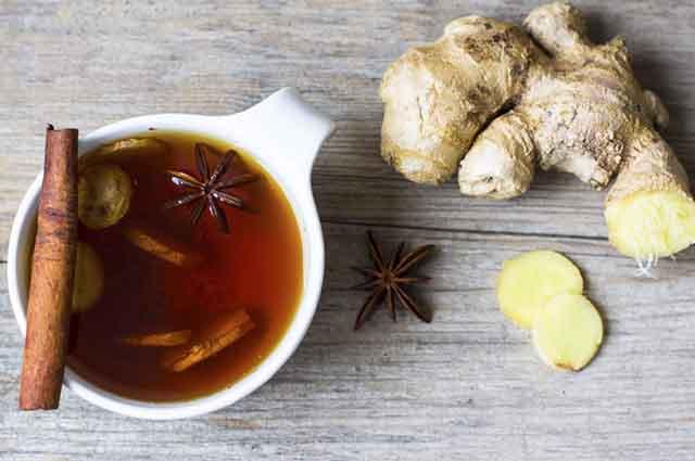 A indicação é de que o chá de gengibre com canela seja ingerido três vezes ao dia