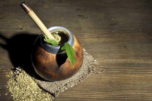 O chá mate é um exemplo de bebida que contém cafeína