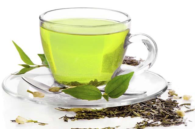 O chá verde possui entre 25 a 40 miligramas de cafeína em cada xícara