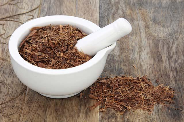 O chá de catuaba é indicado para homens entre 40 e 50 anos