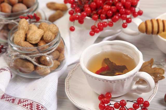 O chá de amendoim é mais indicado ser feito com leite