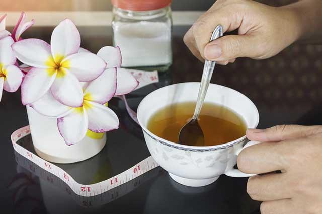 Por ajudar na digestão dos alimentos, o chá de erva doce pode ajudar a emagrecer