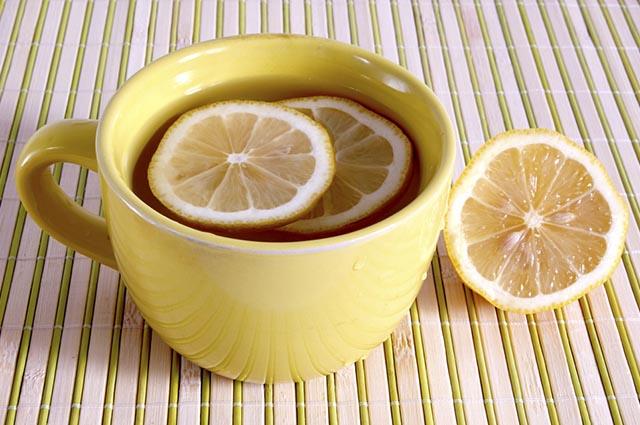 O chá de limão ajuda a blindar o organismo contra diversos tipos de doenças