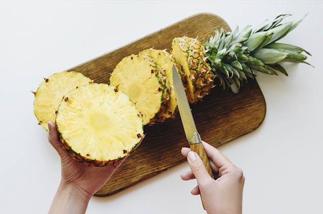 Além de melhorar a função intestinal, o abacaxi auxilia no bom funcionamento do sistema imunológico