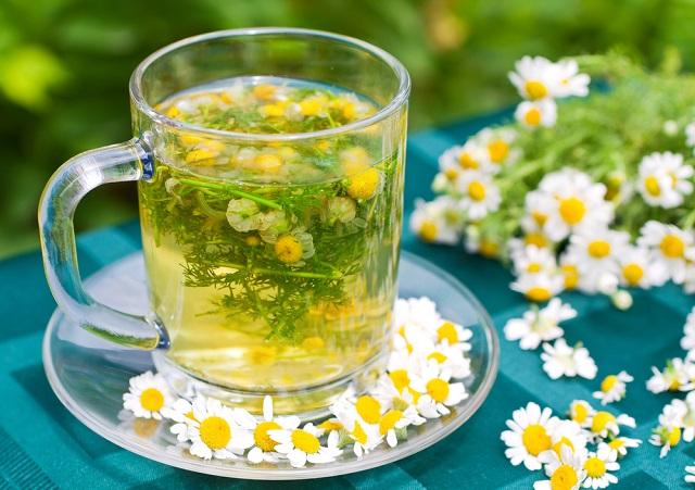 O chá de camomila é um dos chás contra sinusite