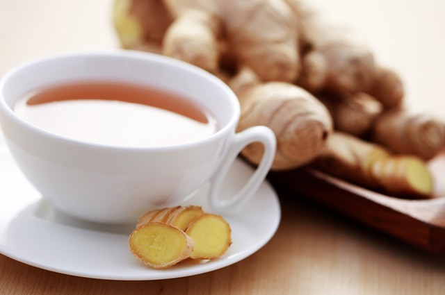 O chá de gengibre ajuda anormalizar as contrações no estômago