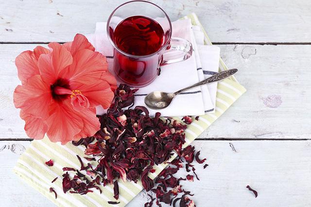 Além de ajudar na perda de peso, o chá de hibisco age como antidepressivo natural