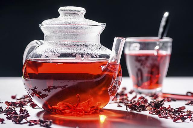 Saber como fazer chá de hibisco é imprescindível para quem deseja perder peso e melhorar a digestão