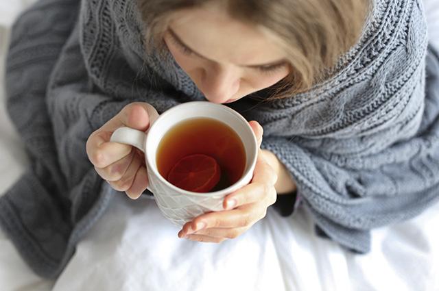 Esse chá consegue sumir de vez com os sintomas da gripe e resfriado