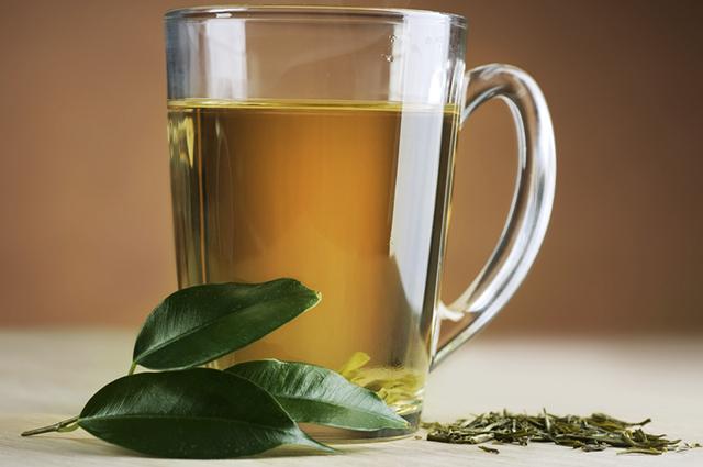 O chá verde é diurético e pode eliminar toxinas que provocam inflamações e doenças