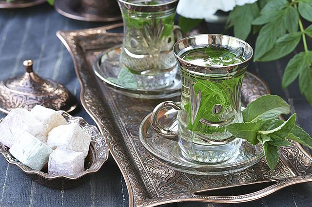 Fazer o chá de hortelã marroquino é indicado para quando for receber visitas