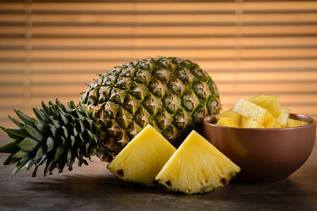 O abacaxi pode ser usado pelas pessoas em prol da saúde dos ossos