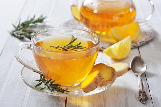 O chá de alecrim previne problemas de depressão e trata ansiedade
