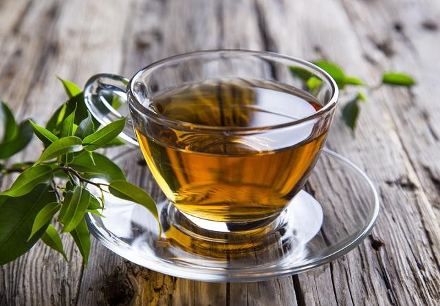 O chá verde compõe a lista de chá para emagrecer caseiro