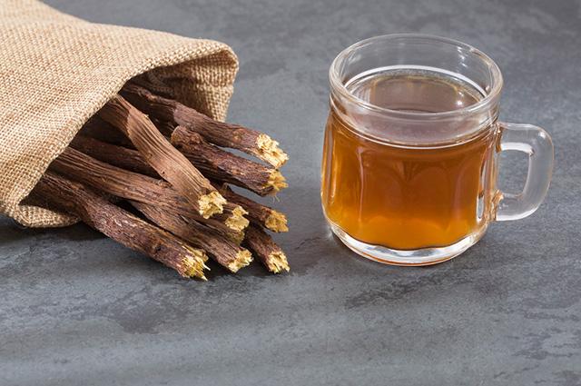 O chá de alcaçuz consegue tratar os sintomas da rinite