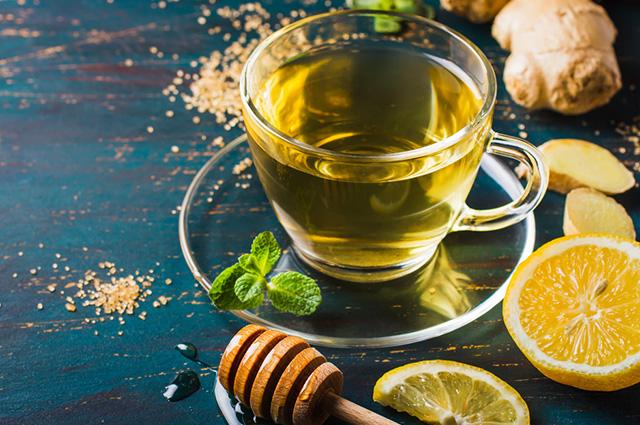 O chá de limão e gengibre consegue tratar os sintomas da rinite