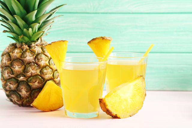 Suchá detox de abacaxi ajuda a emagrecer rápido porque é diurético e digestivo