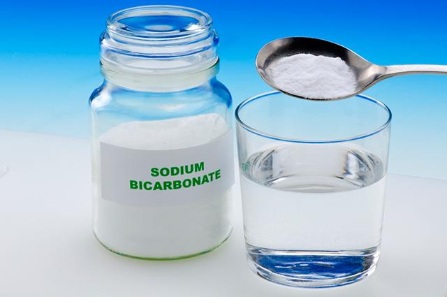 O bicarbonato de sódio é um dos tratamentos caseiros para azia