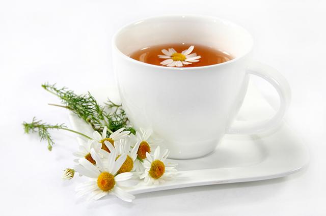 O chá de camomila é indicado para tratar a tosse